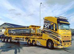 Dump Trucks, Cool Trucks, Big Trucks, Volvo V8, Volvo Trucks, Train Truck, Road Train, Heavy Construction Equipment, Heavy Equipment