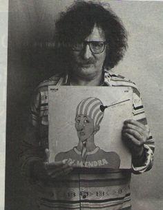 Charly García con el LP de Almendra