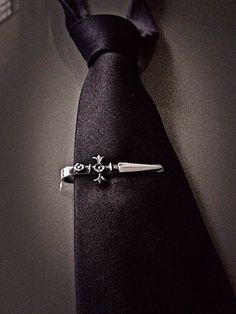 Pisa corbata Daga