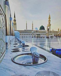 """Madinah ul-Munawarah is the second holiest metropolis and is also recognized as the """"City of Prophet (S.) of Allah Almighty has a very blessed place in Islam of Saudi Arabia. Masjid Haram, Al Masjid An Nabawi, Mecca Masjid, Islamic Images, Islamic Pictures, Islamic Quotes, Medina Mosque, History Of Islam, Moslem"""
