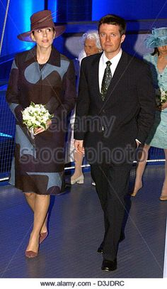 (dpa) - Crown Prince Frederik of Denmark (R) and Crown Princess Mary walk through a hall at the new technology theme park 'Danfoss Universe' in Nordborg, Denmark, 05 May 2005. It is the royal couple's first official public appearance since the announcement of Mary's pregnancy. The park features around 150 attractions where visitors can playfully familiarise themselves with the laws - Stock Image