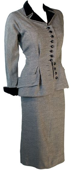 New Look Fitted Suit.love the placket and buttons! 1940s Fashion, Vogue Fashion, Grey Fashion, Timeless Fashion, Vintage Fashion, Woman Fashion, 1940s Costume, Fitted Suit, Period Outfit