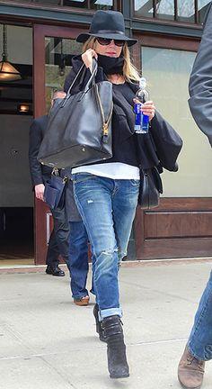 Jennifer Aniston leaving NYC hotel (April 27, 2015), wearing a Tom Ford Jennifer Trap Tote Bag and R13 'Boyskinny' jeans. #jenniferaniston #style