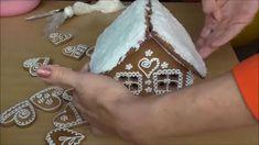 Medovníkový domček pre začiatočníkov vrátanie prípravy cesta a zdobenia. Recept na medovníkové cesto a polevu na zdobenie, nájdete na ► www.patchworkuj.blog....