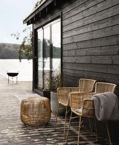 TABOURET EN ROTIN On imagine très bien ce tabouret en rotin naturel House Doctor dans notre ambiance outdoor...