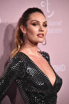 Candice Swanepoel Photos - Candice Swanepoel attends Rihanna's Annual Diamond Ball benefitting The Clara Lionel Foundation at Cipriani Wall Street on September 2018 in New York City. - Candice Swanepoel Photos - 92 of 4329 Makeup Hacks Videos, Makeup Tips, Makeup Tutorials, Makeup Hacks Concealer, Lotion, African Models, Mid Length Hair, Victorias Secret Models, Wedding Makeup