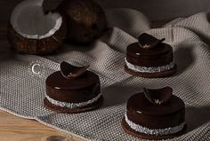 Bounty · Cooking me softly Best Dessert Recipes, No Bake Desserts, Easy Desserts, Yummy Recipes, Coconut Biscuits, Opera Cake, French Patisserie, Modern Cakes, Individual Desserts