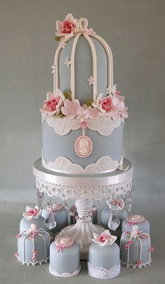 Birdcage top tier and mini cakes #GreatCakeDecorating - We just love this so much! Pretty n Elegant! by Sweet Tiers Cakes