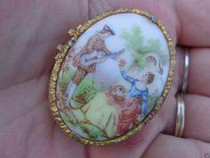 SOLD VINTAGE Gold GP Porcelain Ceramic Fragonard Lovers Cameo Trinket Pill Snuff Box #Florenza #TrinketBox