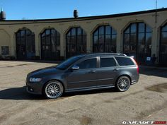 volvo v50..one of volvos best looking cars.