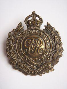 Royal Engineers WW1 Economy Cap Badge - Solid Centre