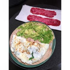 68 gilla-markeringar, 3 kommentarer - S a r a h (@_witnessthisfitness) Tumaros wrap, avocado, 3 eggwhites, and applegates natural good morning bacon with unpictured watermelon. More good news is that for the first time ever, I squated over 100lbs! 2 x 6 at 105lbs! Not alot but amazing for me
