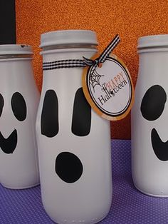 Ghost Candy Jars I originally posted this Halloween craft two years ago, but with Halloween just around the corner I wanted to share this fun idea for recycling frappuccino bottles into a cute Halloween treat! I have heard Starbucks Glass Bottle Crafts, Starbucks Frappuccino Bottles, Starbucks Crafts, Wine Bottle Crafts, Mason Jar Crafts, Mason Jars, Apothecary Jars, Betty Crocker, Glow Stick Jars