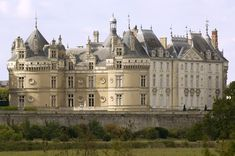 Halfway between Le Mans and Tours, the Château du Lude is the first major château of the Loire arriving from the North. Beautiful Castles, Beautiful Buildings, Beautiful Places, Interior Design History, Belle France, French Castles, Château Fort, Fantasy Castle, French Chateau