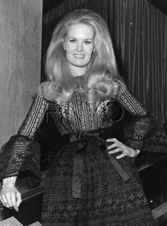 """In MEMORY of LYNN ANDERSON on her BIRTHDAY - American country singer, songwriter and television personality. She is most remembered for her signature recording crossover hit, """"Rose Garden."""" The song was a number one hit in the United States and internationally. Additionally, Anderson had four number one singles and 18 top ten hits on the Billboard country songs chart. She has also been regarded as one of country music's most significant performers. Sep 26, 1947 - Jul 30, 2015 (heart attack)"""