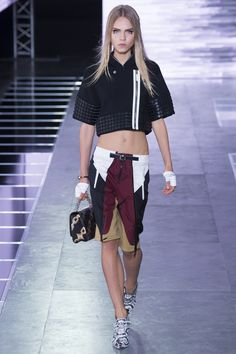 Louis Vuitton Spring 2016 Ready-to-Wear Fashion Show