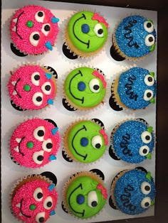 pink and blue cupcakes with some small googly eyes and some big eyes eyes can be made with sliced marshmallows or buy edible googly eyes teeth ends of candy corn black gel icing Mehr Monster First Birthday, Monster 1st Birthdays, Monster Birthday Parties, First Birthdays, Halloween Cupcakes, Halloween Birthday, Halloween Treats, 4th Birthday, Birthday Ideas