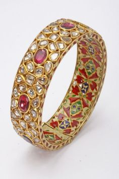 Gold Jewelry For Sale The Bangles, Kundan Bangles, Gold Bangles, Silver Bracelets, Bangle Bracelets, Saree Jewellery, Diamond Bangle, Diamond Jewelry, Gold Jewelry