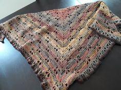 Au Crochet qui m'aille...: Mon châle libellule Poncho Crochet, Crochet Motifs, Knitted Shawls, Bohemian Rug, Free Pattern, Diy And Crafts, Knitting, Accessories, Scarfs