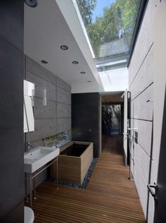 Stunning Roff Glass Bathroom Decor Ideas - Page 27 of 44 Glass Bathroom, Modern Bathroom, Master Bathrooms, Bathroom Vanities, Eclectic Design, Bathroom Layout, City Style, Pool Houses, Skylight
