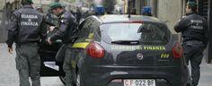 LaPresse29-01-2012 Milano, ItaliacronacaMilano, controlli della Guardia di FinanzaNella foto: la Guardia di Finanza effettua controlli nelle vie dello shopping