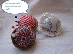 Mini-Nadelkissen aus Walnuss-Schalen, Stoff- und Watteresten