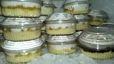 Creme de Abacaxi para vender em porções ou rechear bolo no pote | Creative Cake In A Jar, Dessert In A Jar, Sweet Recipes, Cake Recipes, Dessert Recipes, Just Desserts, Delicious Desserts, Brazillian Food, Naked Cakes