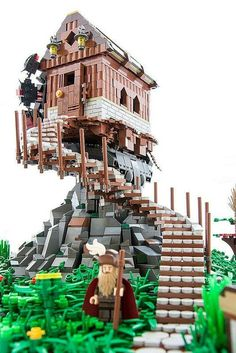 houses are so yesterday A lego house on a pile of rocks, with winding staircase. How can it balance?A lego house on a pile of rocks, with winding staircase. How can it balance? Lego Pokemon, Lego Design, Lego Creator, Lego Batman, Lego Sets, Chateau Lego, Construction Lego, Big Lego, Lego Boards