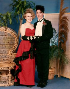 Electronic music, big clothes and even bigger hair were some of the awesome parts of the The high school prom look lives on as a. Awkward Prom Photos, Prom Pictures, Prom Pics, Crazy Pictures, Funny Pictures, Vintage Prom, 80s Fashion, Fashion Looks, Fashion Outfits
