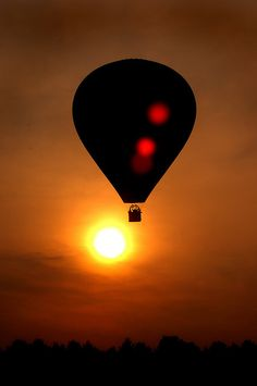 Those with a fear of heights can utilize mind over matter by Hot Air Ballooning Air Balloon Rides, Hot Air Balloon, Air Ballon, Zeppelin, Scenery, Photography, Beautiful, Sunrises, Cricut Wedding
