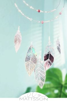 Handicrafts with CD - make your own glittering dream catcher from CD Reuse, Upcycle, Recycled Cds, Cd Diy, Diy Hacks, Deco, Handicraft, Make Your Own, Dream Catcher
