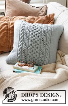 Free knitting patterns and crochet patterns by DROPS Design Knitted Cushion Pattern, Knitted Cushion Covers, Cushion Cover Pattern, Knitted Cushions, Cushion Cover Designs, Drops Design, How To Start Knitting, Learn To Crochet, Knitting Patterns Free