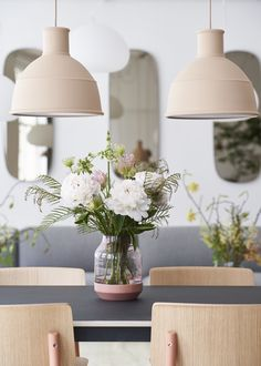 Representing the interplay of light and heavy, the Elevated Vase is a study of Scandinavian contrasts. As seen here, the vase works grand both on its own as when decorated with flowers. #muuto #newperspectives #scandinaviandesign #interior #interiordesign #deco #homedecor #flowers