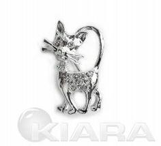 Posrebrzana broszka w formie kota z tułowiem wysadznym kryształowymi, błyszczącymi oczkami. Jest zabezpieczona przed utlenianiem i nie zawie...