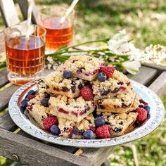 Supergoda kakor med blåbär och hallon.
