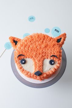 How to DIY a Furry Fox Cake -- a cute icing / frosting tutorial for a woodland themed children's birthday party