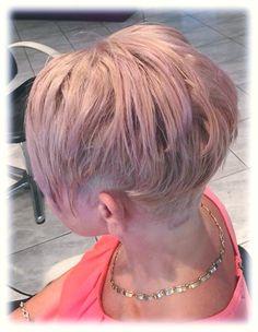 Diese tolle Kurzhaarfrisur wurde geschnitten und gefärbt von unserer Stylistin Andrea vom Team Kirchberg! #Rose #ShortCut #Pastel #KurzeHaare #TeamKirchberg #FriseurStippinger #pielachtal Hairdresser, Amazing