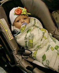 33 Halloween costumes from 2017 that deserve a damn medal . - 33 Halloween costumes from 2017 that deserve a damn medal Cute Baby Halloween Costumes, Homemade Halloween Costumes, Halloween Outfits, Halloween Kids, Funny Baby Costumes, Halloween Costume For Baby Girl, Creative Baby Costumes, Halloween Costume Makeup, Stroller Halloween Costumes