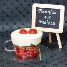 Tiramisu aux fraises et fragoli, crumble coco Desserts, Strawberries, Tailgate Desserts, Deserts, Postres, Dessert, Plated Desserts