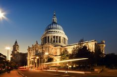 """In this video tour of the City of London, we'll explore the famous """"square mile"""" with its historic building and modern financial district! Join us to discover the Tower of London, Leadenhall Market, the Thames, St. Paul's Cathedral and more! Portland Stone, Regions Of Europe, London View, London Night, London Attractions, Night Photos, Westminster Abbey, Travel Abroad, Travel Europe"""