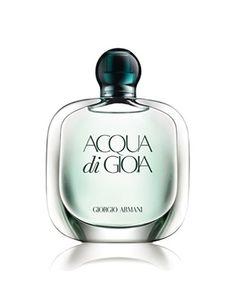 Acqua di Gioa d'Armani  Acqua Di Gioia de Giorgio Armani célèbre une harmonie retrouvée où la femme est en accord avec elle-même grâce à ce moment d'évasion au coeur de la nature pure et originelle.  En tête, les feuilles de menthe pilées, et le citron primo fiore procure au parfum un accord végétal pétillant, fusant et vif.  En cœur, les notes aquatiques et le jasmin d'eau, lui donne un accord apaisant, rafraîchissant et doux..