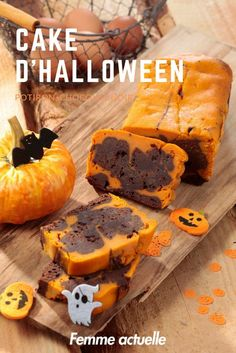 Halloween cake with pumpkin and dark chocolate: discover the cooking recipes of Femme Actuelle Le MAG - Halloween Torte, Halloween Desserts, Chocolat Halloween, Indian Cake, Cake Recipes, Dessert Recipes, Halloween Chocolate, Savoury Cake, Food Cakes