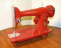 201 Singer Sewing Machine My Sewing Room, Vintage Sewing Machines, Aprons, Old And New, Showroom, Inventions, Singers, Vintage Items, Quilting