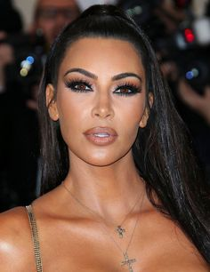 "The Most Heavenly Beauty Looks at the 2018 Met Gala Inspired by supermodels, makeup artist Mario Dedivanovic created a bronzed, smoky-eyed look with a nude lip on the KKW Beauty creator. ""I was going for glam, Versace,"" Kim told Vogue on the red Looks Kim Kardashian, Kim Kardashian Kanye West, Kardashian Style, Kardashian Jenner, Kim Kardashian Nails, Kim Kardashian Wedding, Kim K Makeup, Glam Makeup, Hair Makeup"