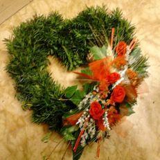 Dekorace - věnce   Chvojový věnec srdce menší Christmas Wreaths, Holiday Decor, Home Decor, Decoration Home, Room Decor, Home Interior Design, Home Decoration, Interior Design