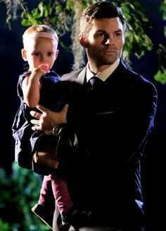 Elijah and Hope in 3x01 'For the Next Millennium' {by @pinterestparia}