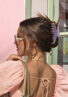 Dale la vuelta a los bad hair days con estas ideas de peinados originales, rápidos y fáciles para cada día de la semana. ¡Verás que te ahorrarán tiempo y esfuerzo en las mañanas! Summer Hairstyles, Pretty Hairstyles, Banana Clip Hairstyles, Brunette Hairstyles, Formal Hairstyles, Hairstyle Ideas, Hair Inspo, Hair Inspiration, Cabelo Inspo