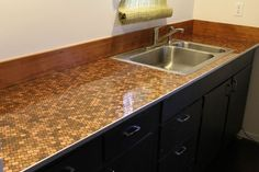 penny countertop with thick layer of polyurethane on top - like the aluminum edging Penny Countertop, Concrete Countertops, Kitchen Countertops, Counter Top Edges, Counter Tops, Penny Wall, Mdf Trim, Cocina Diy, Kitchen Vanity