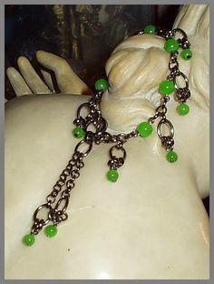 El Secreto Encanto De La Diva:  A black bracelet with green crystal beads.