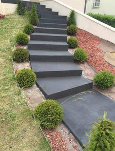 Enhance your outdoor stairs with waxed concrete Outside Stairs, Patio Stairs, Garden Stairs, Exterior Stairs, Front House Landscaping, Landscaping Retaining Walls, Hillside Landscaping, Landscape Steps, House Landscape